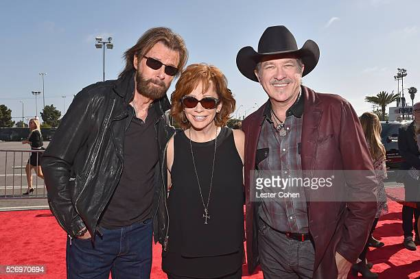 Singers Ronnie Dunn and Kix Brooks of Brooks Dunn with singer Reba McEntire attend the 2016 American Country Countdown Awards at The Forum on May 1...