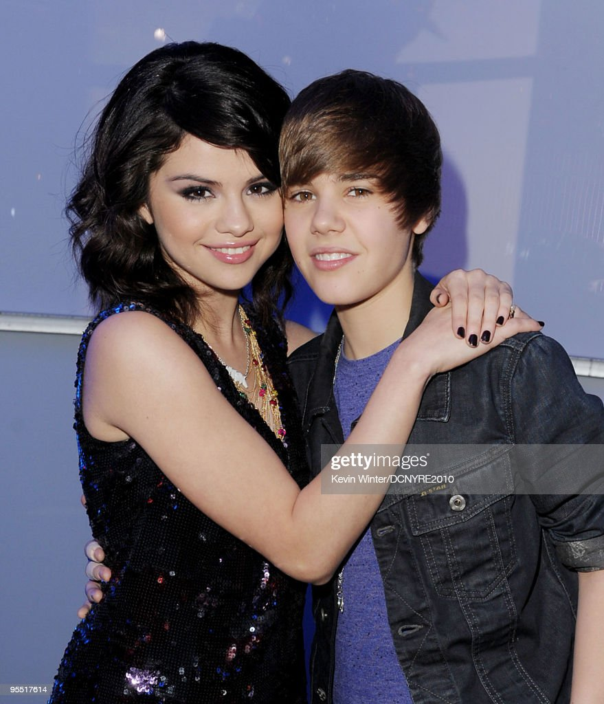 Singers Selena Gomez (L) and Justin Bieber attend Dick Clark's New Year's Rockin' Eve With Ryan Seacrest 2010 at Aria Resort & Casino at the City Center on December 31, 2009 in Las Vegas, Nevada.