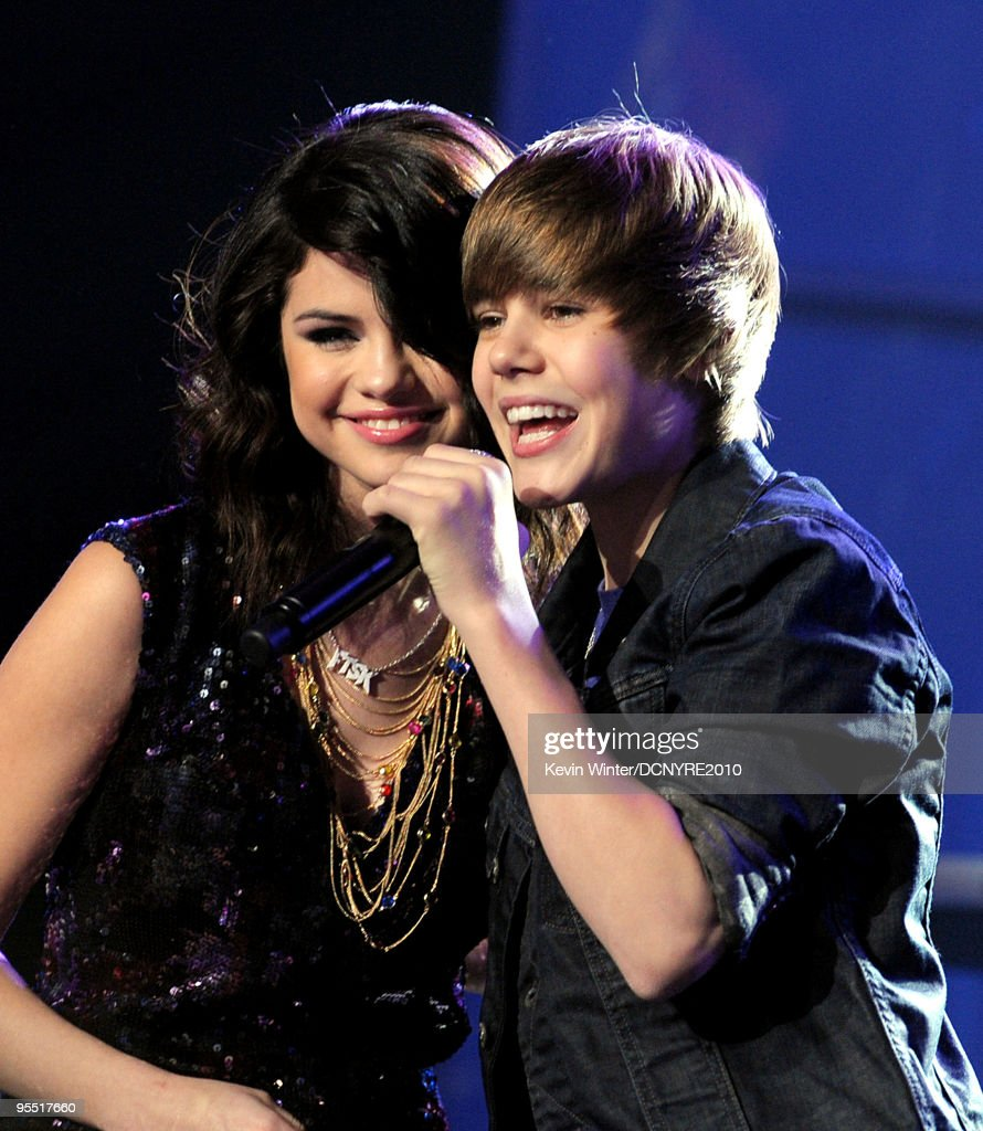 Singers Selena Gomez (L) and Justin Bieber perform during Dick Clark's New Year's Rockin' Eve With Ryan Seacrest 2010 at Aria Resort & Casino at the City Center on December 31, 2009 in Las Vegas, Nevada.