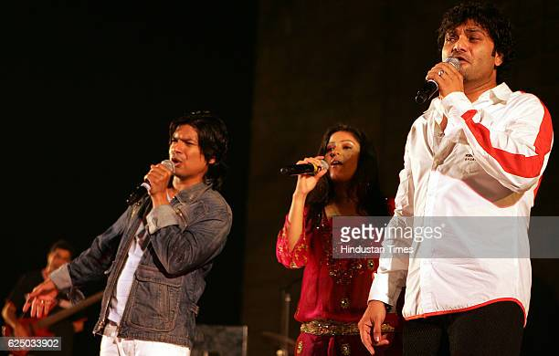 Singers Shaan Sunidhi Chauhan and Babul Suprio performing at Gateway of India during the Mumbai Festival
