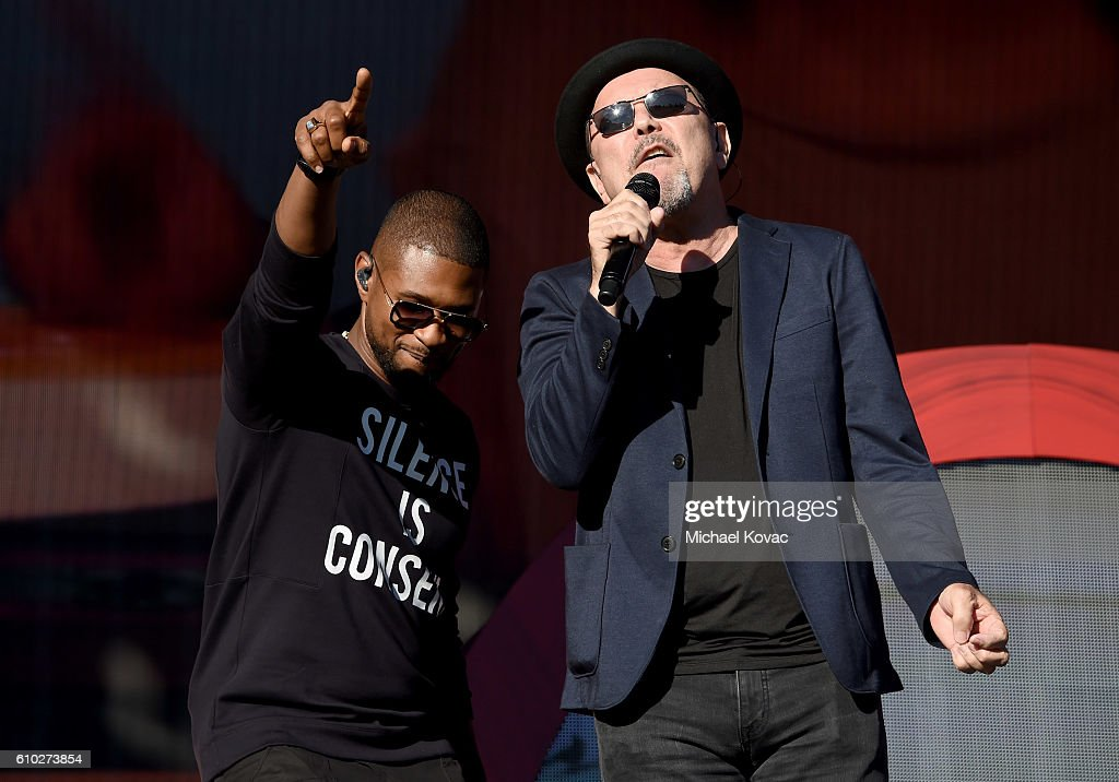 Singers Usher (L) and Ruben Blades perform onstage at the 2016 Global Citizen Festival in Central Park To End Extreme Poverty By 2030 at Central Park on September 24, 2016 in New York City.