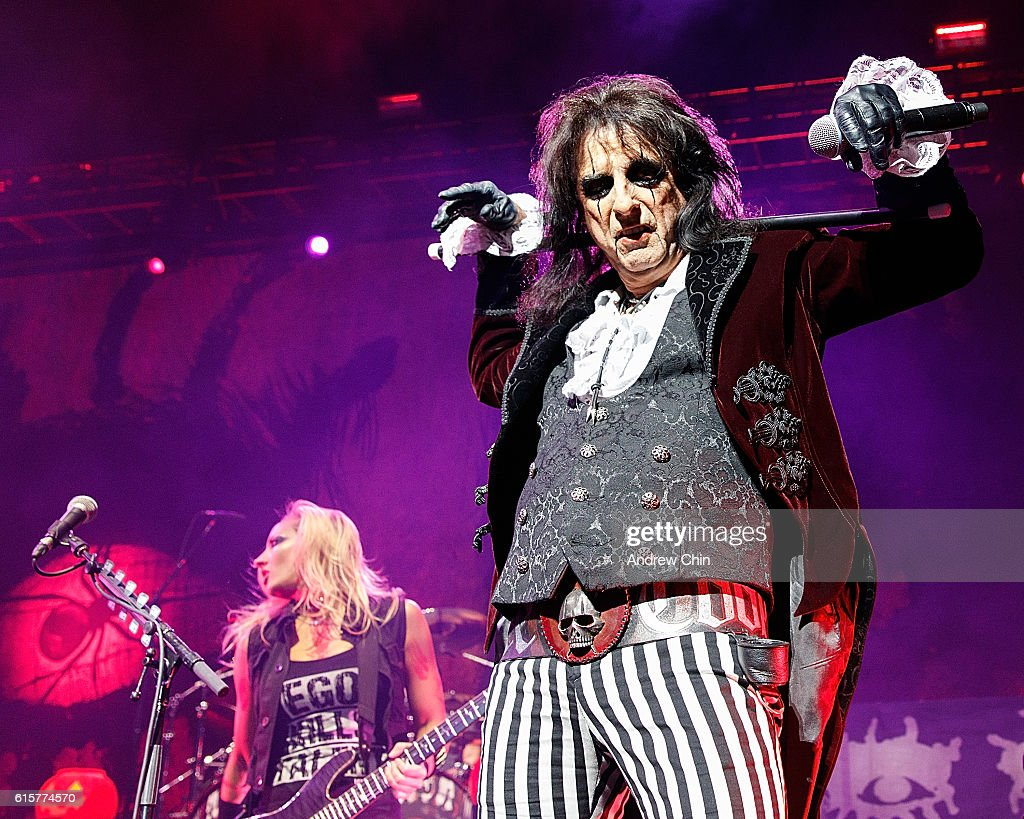 Singer-songwriter Alice Cooper (R) performs onstage at Queen Elizabeth Theatre on October 19, 2016 in Vancouver, Canada.