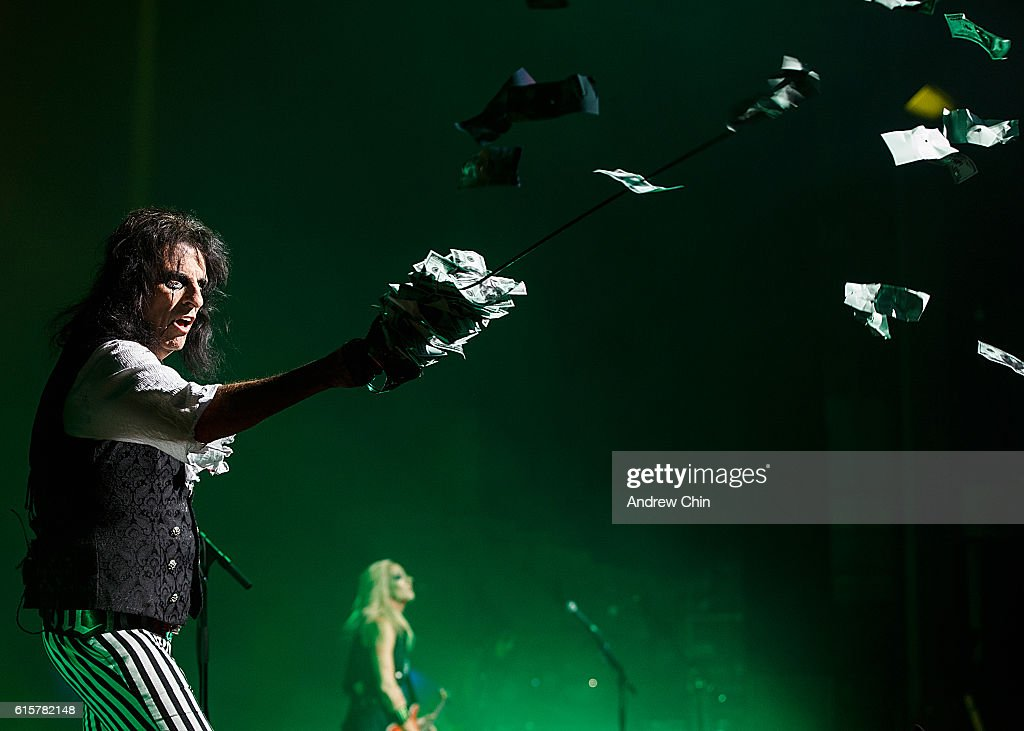 Singer-songwriter Alice Cooper performs onstage at Queen Elizabeth Theatre on October 19, 2016 in Vancouver, Canada.