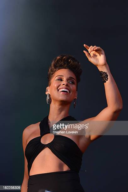 Singersongwriter Alicia Keys performs at the 2013 Global Citizen Festival in Central Park to end extreme poverty on September 28 2013 in New York...