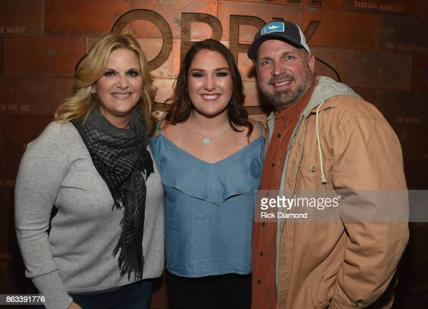 Singer/Songwriter Allie Colleen Brooks Daughter of Garth Brooks and first wife Sandy Brooks poses with her stepmom Singer/Songwriter Trisha Yearwood...