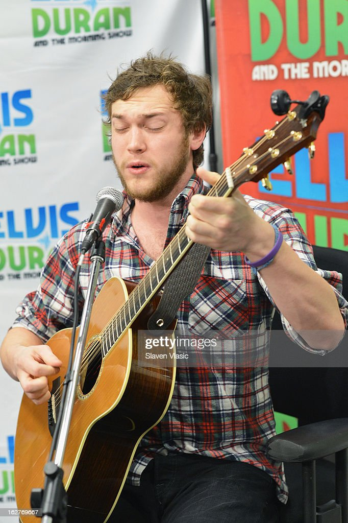 Singer/songwriter and American Idol's 11th season winner Phillip Phillips performs at Elvis Duran Z100 Morning Show at Z100 Studio on February 26, 2013 in New York City.