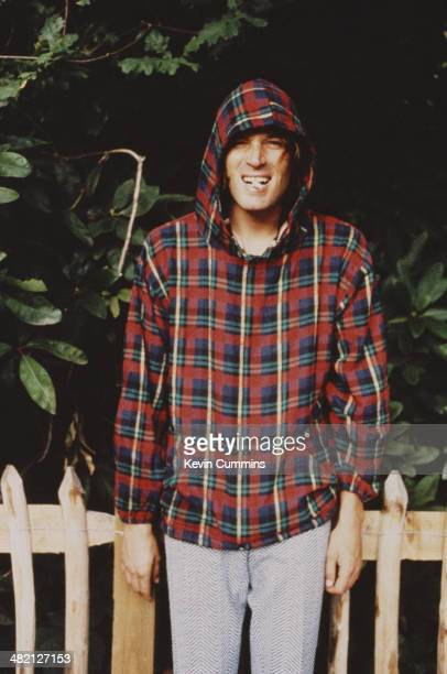 Singersongwriter and guitarist Evan Dando of American band The Lemonheads wearing a tartan hoodie circa 1996