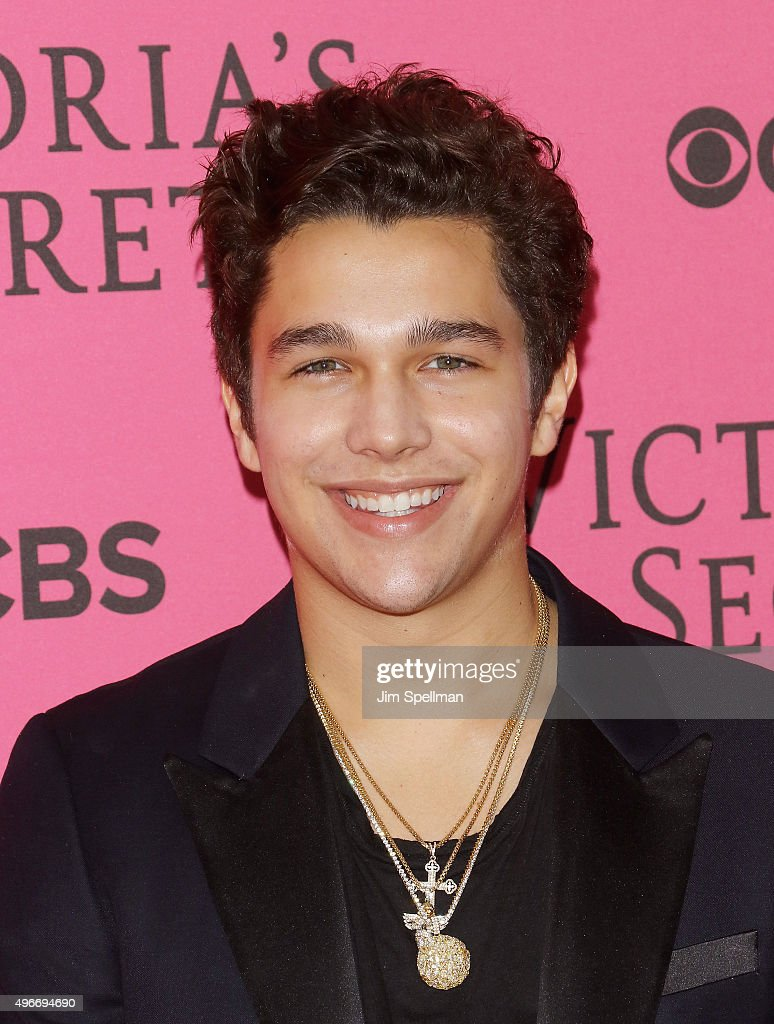 Singer/songwriter Austin Mahone attends the 2015 Victoria's Secret Fashion Show pink carpet arrivals at Lexington Armory on November 10 2015 in New...