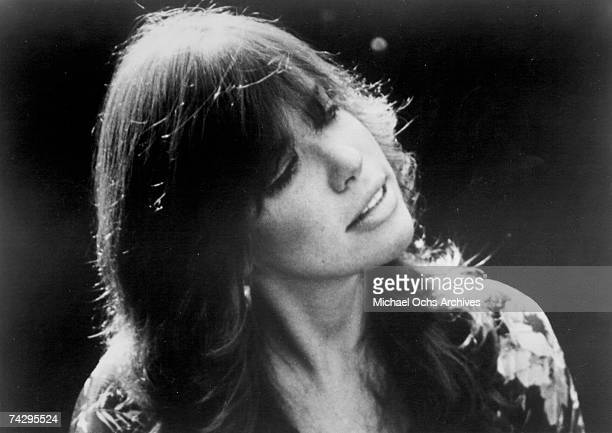 Singer/songwriter Carly Simon poses for a portrait in circa 1975
