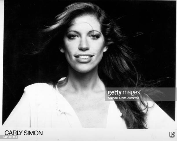 Singer/songwriter Carly Simon poses for a portrait in January 1976