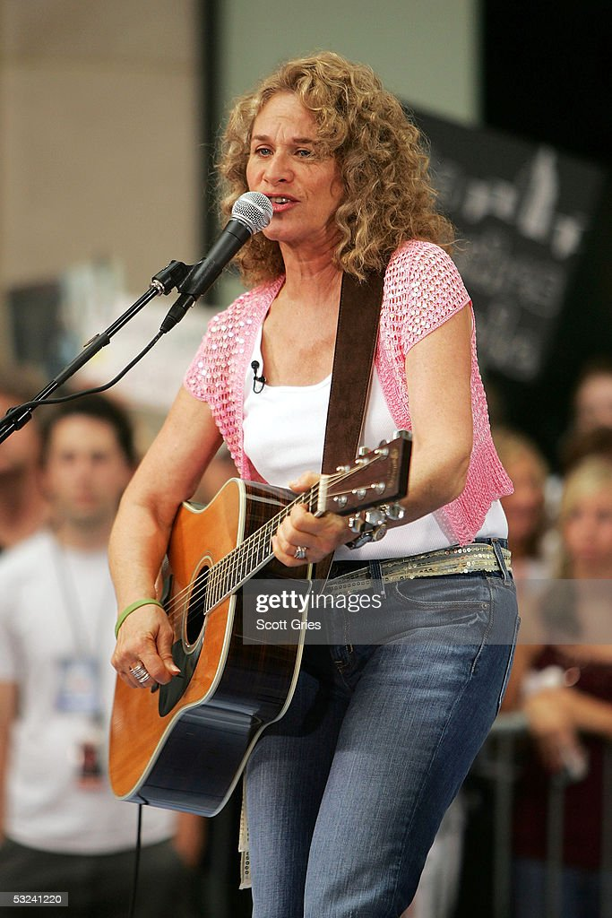 Singer/songwriter <a gi-track='captionPersonalityLinkClicked' href=/galleries/search?phrase=Carole+King+-+Musician&family=editorial&specificpeople=211440 ng-click='$event.stopPropagation()'>Carole King</a> performs onstage during the Toyota Concert Series on the Today Show July 15, 2005 in New York City.