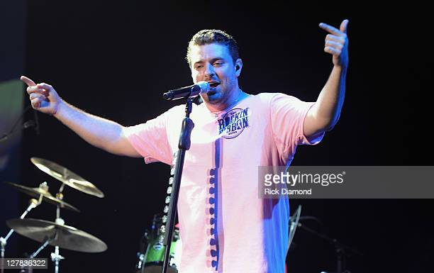 Singer/Songwriter Chris Young wearing pink performs during the 6th annual Susan G Komen Concert for the Cure at the Roanoke Civic Center on September...