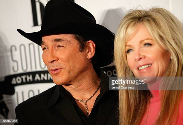 Clint black wife photos et images de collection for Where is clint black and lisa hartman