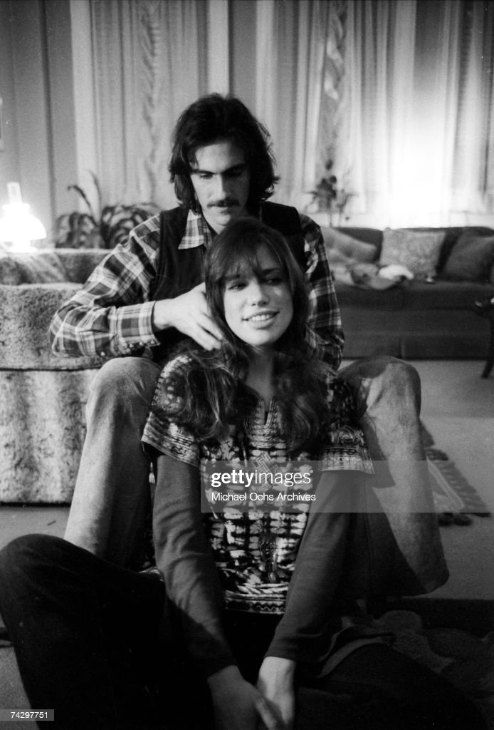 Singer/songwriter couple <a gi-track='captionPersonalityLinkClicked' href=/galleries/search?phrase=Carly+Simon&family=editorial&specificpeople=208870 ng-click='$event.stopPropagation()'>Carly Simon</a> and <a gi-track='captionPersonalityLinkClicked' href=/galleries/search?phrase=James+Taylor+-+Songwriter&family=editorial&specificpeople=206431 ng-click='$event.stopPropagation()'>James Taylor</a> pose for a portrait session at the their home on October 13, 1971 in New York City, New York.