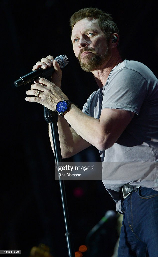 Singer/Songwriter <a gi-track='captionPersonalityLinkClicked' href=/galleries/search?phrase=Craig+Morgan&family=editorial&specificpeople=238953 ng-click='$event.stopPropagation()'>Craig Morgan</a> performs at Country Thunder USA In Florence, Arizona - Day 3 on April 12, 2014 in Florence, United States.