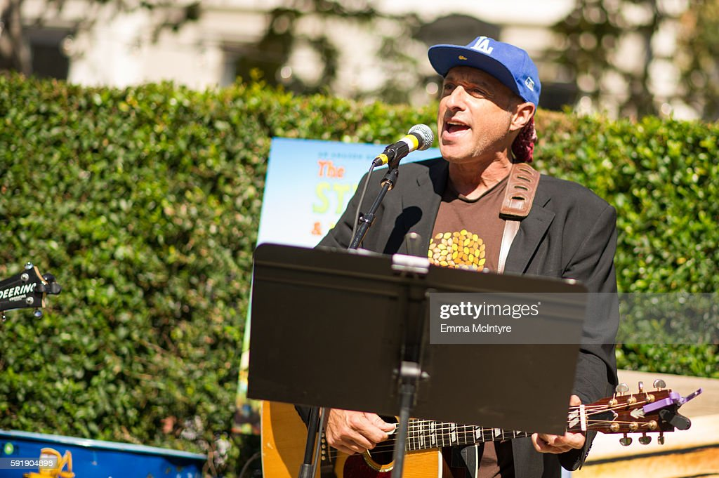 Singer/songwriter Dan Bern attends the premiere of Amazon's 'The Stinky and Dirty Show' at Pacific Theaters at the Grove on August 18 2016 in Los...