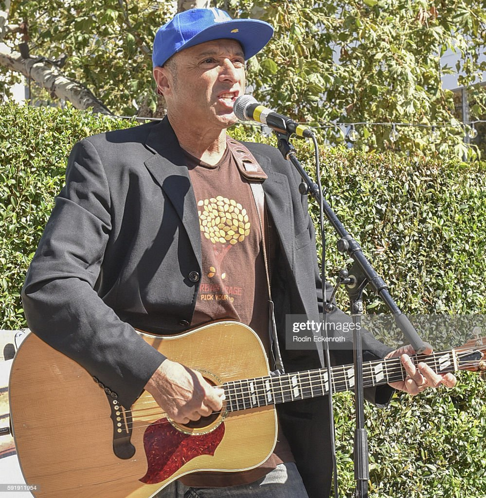 Singer/songwriter Dan Bern performs at the premiere of Amazon's 'The Stinky And Dirty Show' at Pacific Theaters at the Grove on August 18 2016 in Los...