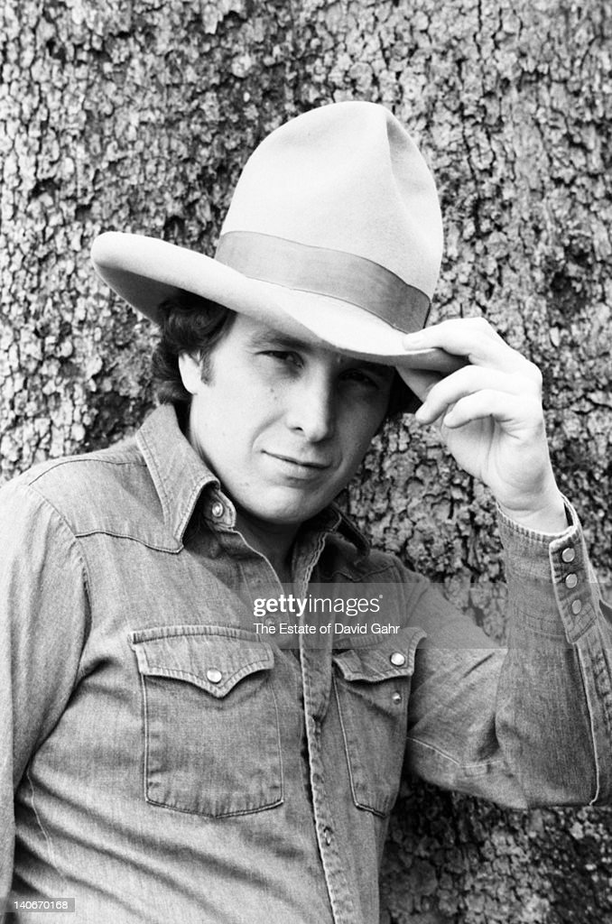 Singer-songwriter <a gi-track='captionPersonalityLinkClicked' href=/galleries/search?phrase=Don+McLean&family=editorial&specificpeople=705374 ng-click='$event.stopPropagation()'>Don McLean</a> poses for a picture at home in April, 1980 in Garrison, New York.