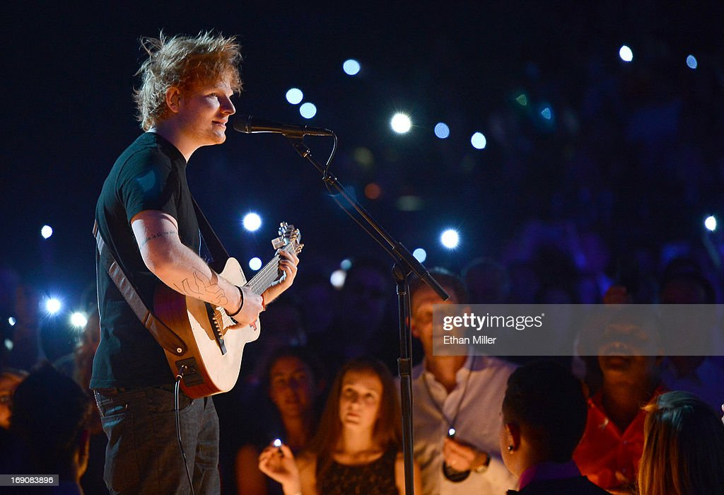 Singer/songwriter <a gi-track='captionPersonalityLinkClicked' href=/galleries/search?phrase=Ed+Sheeran&family=editorial&specificpeople=7604356 ng-click='$event.stopPropagation()'>Ed Sheeran</a> performs onstage during the 2013 Billboard Music Awards at the MGM Grand Garden Arena on May 19, 2013 in Las Vegas, Nevada.