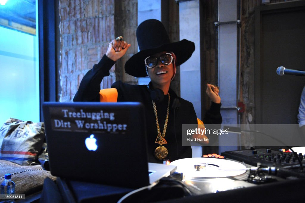 Singersongwriter Erykah Badu performs at the Vulture Festival Opening Night Party at Neuehouse on May 9 2014 in New York City