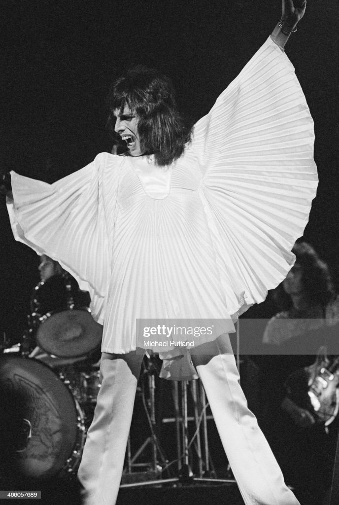 Singer-songwriter Freddie Mercury (1946 - 1991) performing with British rock group Queen, 1974.
