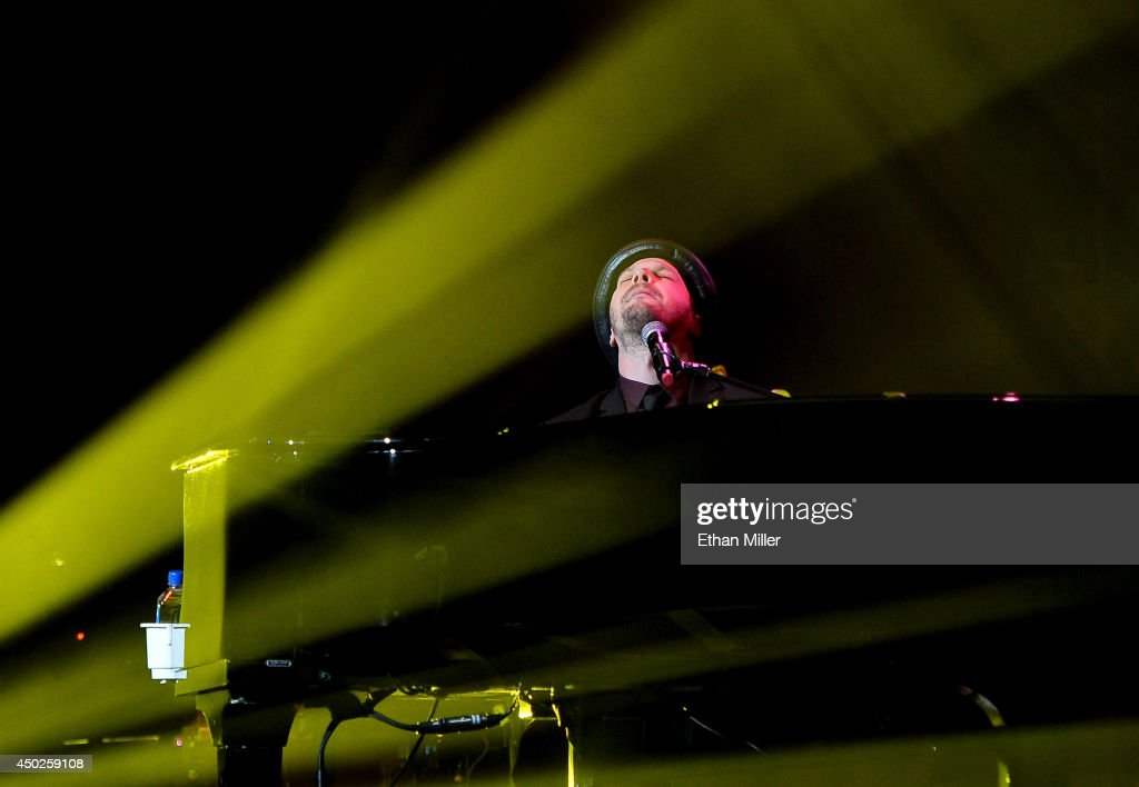 Singer/songwriter <a gi-track='captionPersonalityLinkClicked' href=/galleries/search?phrase=Gavin+DeGraw&family=editorial&specificpeople=203282 ng-click='$event.stopPropagation()'>Gavin DeGraw</a> performs as he opens for Billy Joel at the MGM Grand Garden Arena on June 7, 2014 in Las Vegas, Nevada.