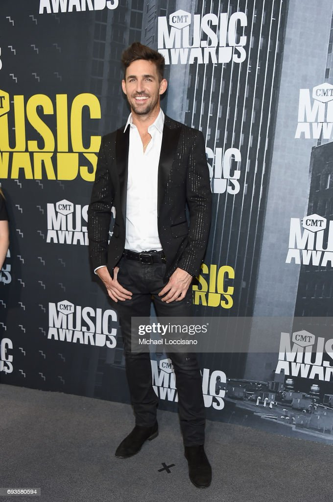 Singer-songwriter Jake Owen attends the 2017 CMT Music Awards at the Music City Center on June 7, 2017 in Nashville, Tennessee.