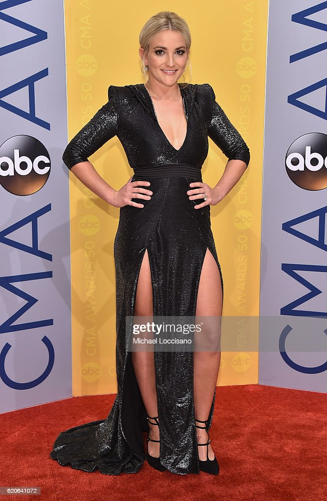 singersongwriter-jamie-lynn-spears-attends-the-50th-annual-cma-awards-picture-id620641072