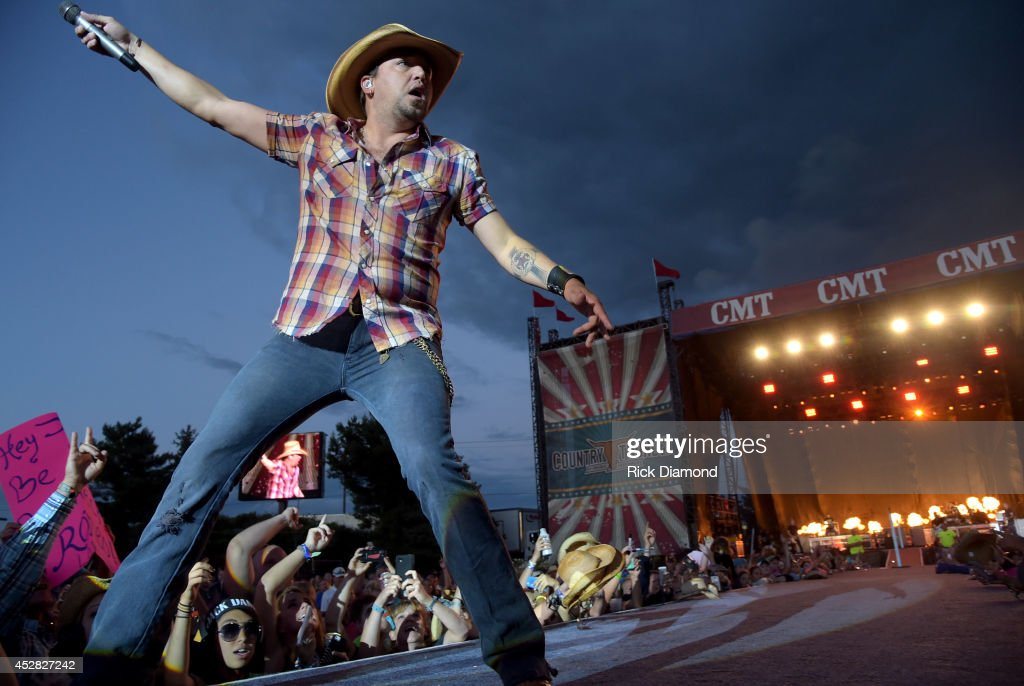Singer/Songwriter <a gi-track='captionPersonalityLinkClicked' href=/galleries/search?phrase=Jason+Aldean&family=editorial&specificpeople=619221 ng-click='$event.stopPropagation()'>Jason Aldean</a> headlines Country Thunder USA - Day 4 on July 27, 2014 in Twin Lakes, Wisconsin.