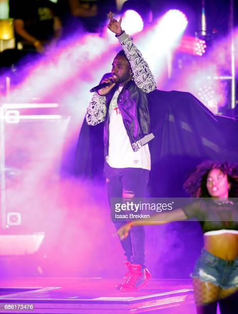 Singersongwriter Jason Derulo performs on the second night of CBS RADIO's 'SPF' concert at The Boulevard Pool at The Cosmopolitan of Las Vegas on May...