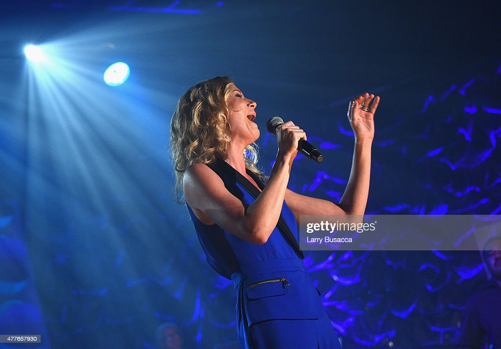 Singersongwriter Jennifer Nettles performs onstage at the Songwriters Hall Of Fame 46th Annual Induction And Awards at Marriott Marquis Hotel on June...