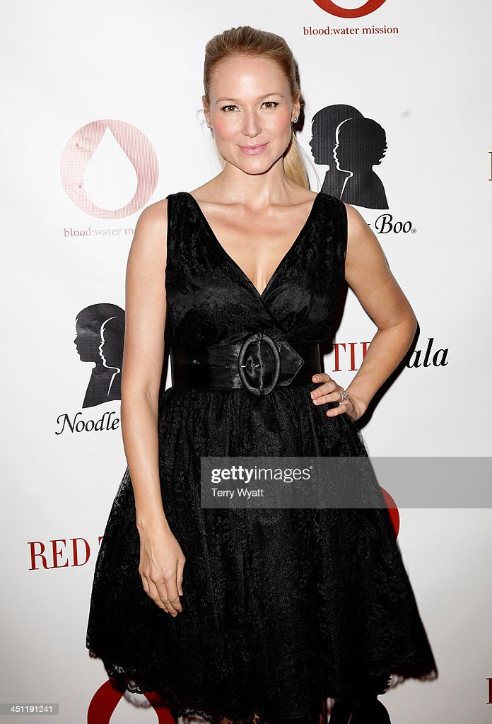 Singer/songwriter Jewel attends the Red Tie Gala Hosted by BloodWater Mission and sponsored by Noodle Boo at Hutton Hotel on November 21 2013 in...