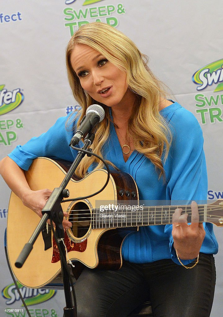 Singer/songwriter Jewel performs at 'Swiffer Sweep Trap' launch at Make Meaning on February 20 2014 in New York City