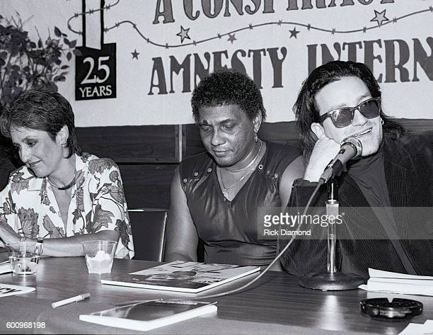 Singer/Songwriter Joan Baez Aaron Neville and U2's Bono attend a press conference discussing The Conspiracy of Hope tour celebrating Amnesty...