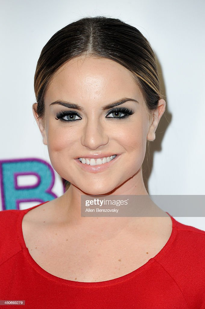 Singer/songwriter <a gi-track='captionPersonalityLinkClicked' href=/galleries/search?phrase=JoJo+-+Singer&family=editorial&specificpeople=202981 ng-click='$event.stopPropagation()'>JoJo</a> arrives at the Los Angeles premiere of 'G.B.F.' at Chinese 6 Theater in Hollywood on November 19, 2013 in Hollywood, California.