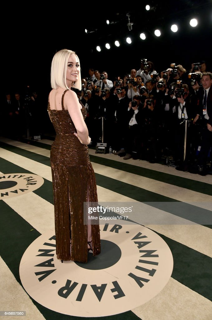 Singer-songwriter Katy Perry attends the 2017 Vanity Fair Oscar Party hosted by Graydon Carter at Wallis Annenberg Center for the Performing Arts on February 26, 2017 in Beverly Hills, California.