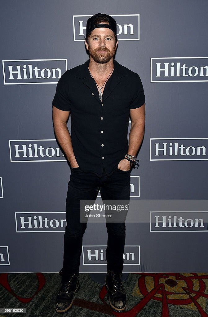 Kip Moore entertains fans and Hilton HHonors members in Nashville