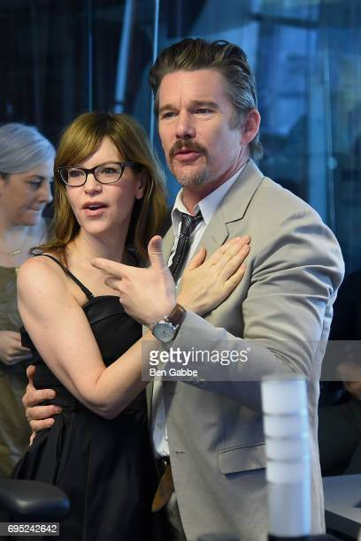 Singersongwriter Lisa Loeb and actor Ethan Hawke visit 'Andy Cohen Live' hosted by Andy Cohen on his exclusive SiriusXM channel Radio Andy at the...