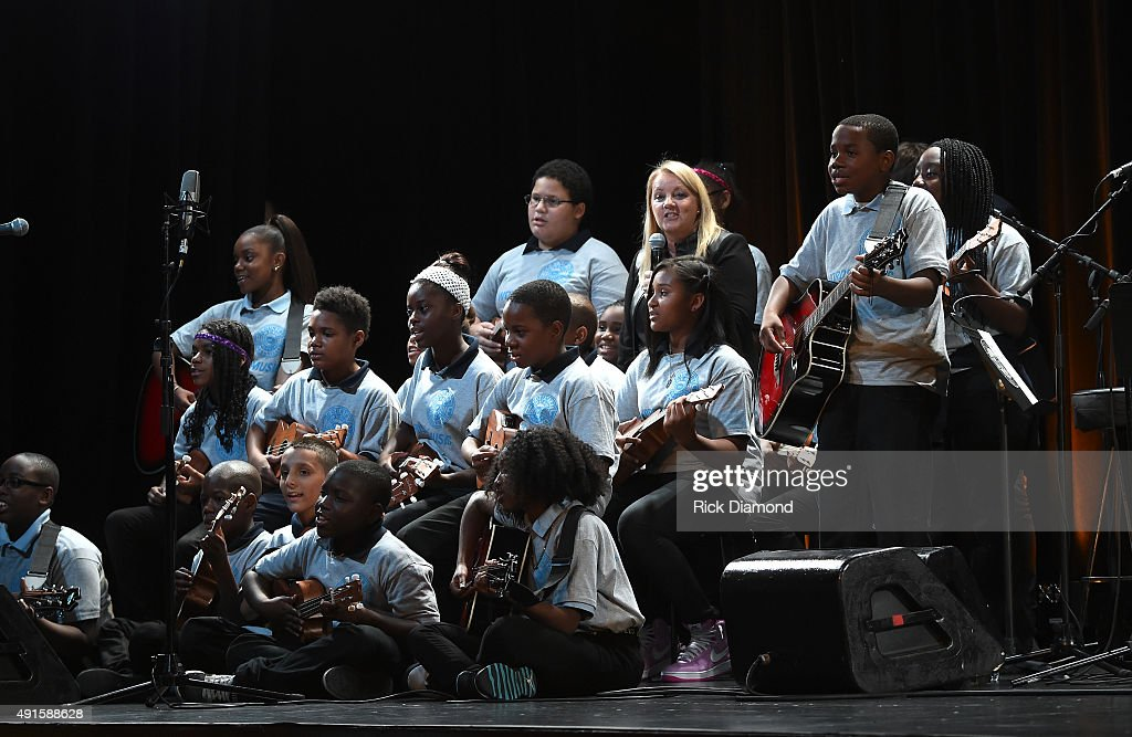 Singer Songwriter Liz Rose Performs Onstage With Pelham Gardens Middle School Ms 566 Bronx At