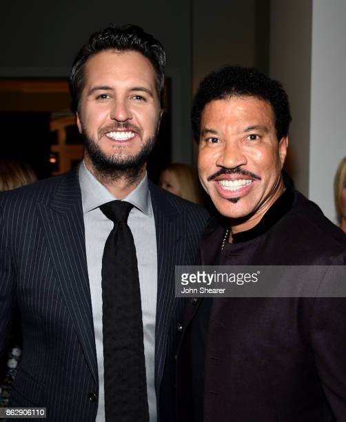 Singersongwriter Luke Bryan and singersongwriter Lionel Richie take photos togethere at the 2017 CMT Artists Of The Year on October 18 2017 in...