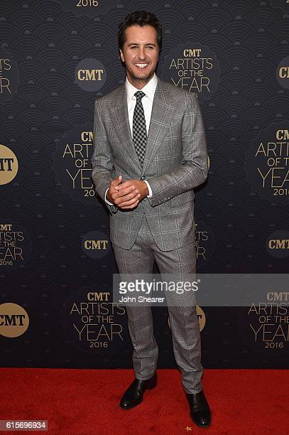 Singersongwriter Luke Bryan arrives on the red carpet at CMT Artists of the Year 2016 on October 19 2016 in Nashville Tennessee
