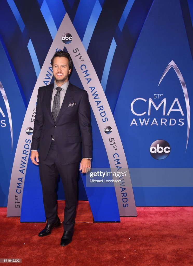 Singer-songwriter Luke Bryan attends the 51st annual CMA Awards at the Bridgestone Arena on November 8, 2017 in Nashville, Tennessee.