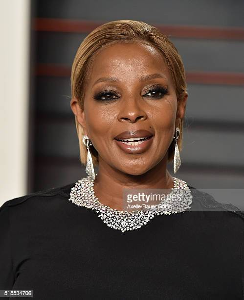 Singersongwriter Mary J Blige arrives at the 2016 Vanity Fair Oscar Party Hosted By Graydon Carter at Wallis Annenberg Center for the Performing Arts...