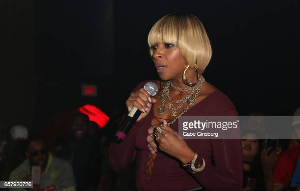 Singer/songwriter Mary J Blige performs during the 10th annual Tempted2Touch Black LGBT Pride Spring Break Getaway at the Rain Nightclub inside Palms...