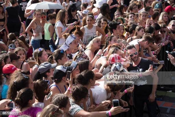 Singersongwriter Nek greeting fans during the rehearsal of CocaCola Summer Festival Rome Italy 23rd June 2016