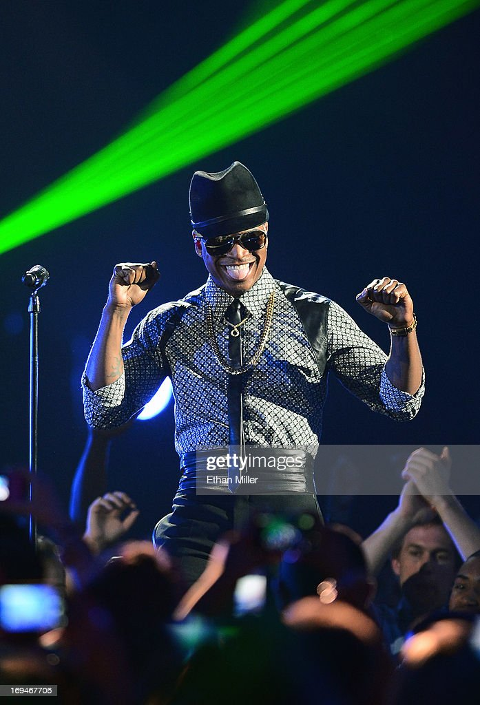 Singer/songwriter <a gi-track='captionPersonalityLinkClicked' href=/galleries/search?phrase=Ne-Yo&family=editorial&specificpeople=451543 ng-click='$event.stopPropagation()'>Ne-Yo</a> performs during the 2013 Billboard Music Awards at the MGM Grand Garden Arena on May 19, 2013 in Las Vegas, Nevada.