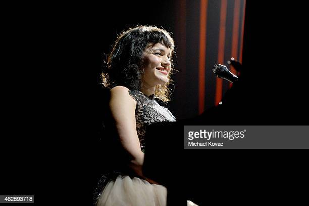 Singersongwriter Norah Jones performs onstage at the 25th anniversary MusiCares 2015 Person Of The Year Gala honoring Bob Dylan at the Los Angeles...