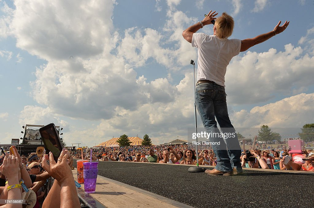 Singer/Songwriter <a gi-track='captionPersonalityLinkClicked' href=/galleries/search?phrase=Phil+Vassar&family=editorial&specificpeople=619225 ng-click='$event.stopPropagation()'>Phil Vassar</a> performs at Country Thunder - Twin Lakes, Wisconsin - Day 3 on July 20, 2013 in Twin Lakes, Wisconsin.