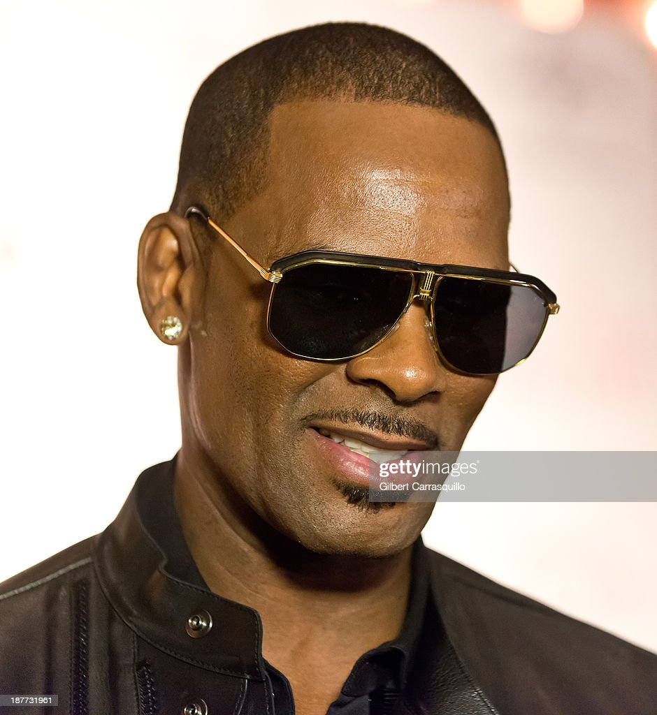 Singer-songwriter <a gi-track='captionPersonalityLinkClicked' href=/galleries/search?phrase=R.+Kelly&family=editorial&specificpeople=204472 ng-click='$event.stopPropagation()'>R. Kelly</a> attends 'The Best Man Holiday' screening at Chelsea Bow Tie Cinemas on November 11, 2013 in New York City.