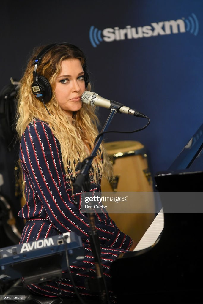 Singer/songwriter Rachel Platten performs at SiriusXM Studios on August 21, 2017 in New York City.